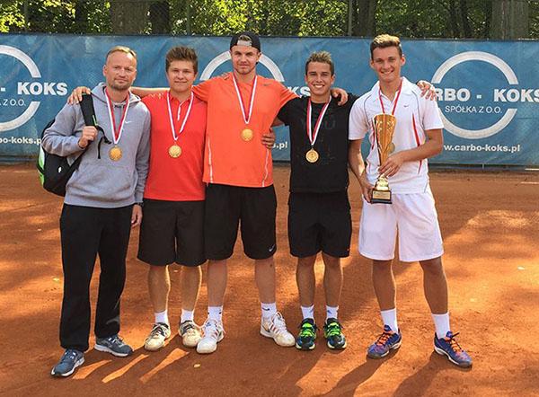 Złota drużyna juniorów na Drużynowych Mistrzostwach Polski